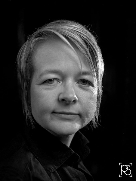 AUTHOR SARAH WATERS AT CHAWTON HOUSE. ©RUSSELL SACH - 0771 882 6138